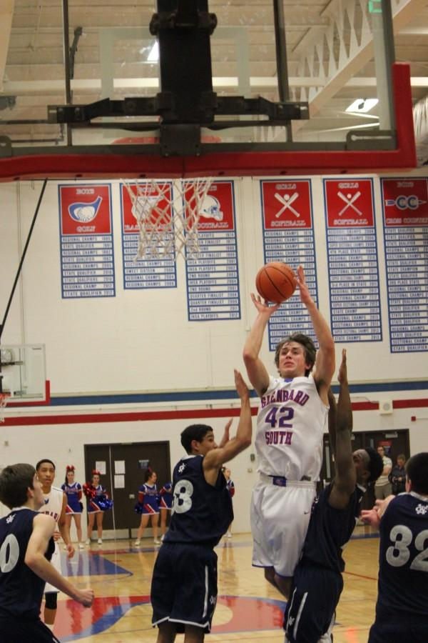 Center Billy Bair goes over two defenders for the basket