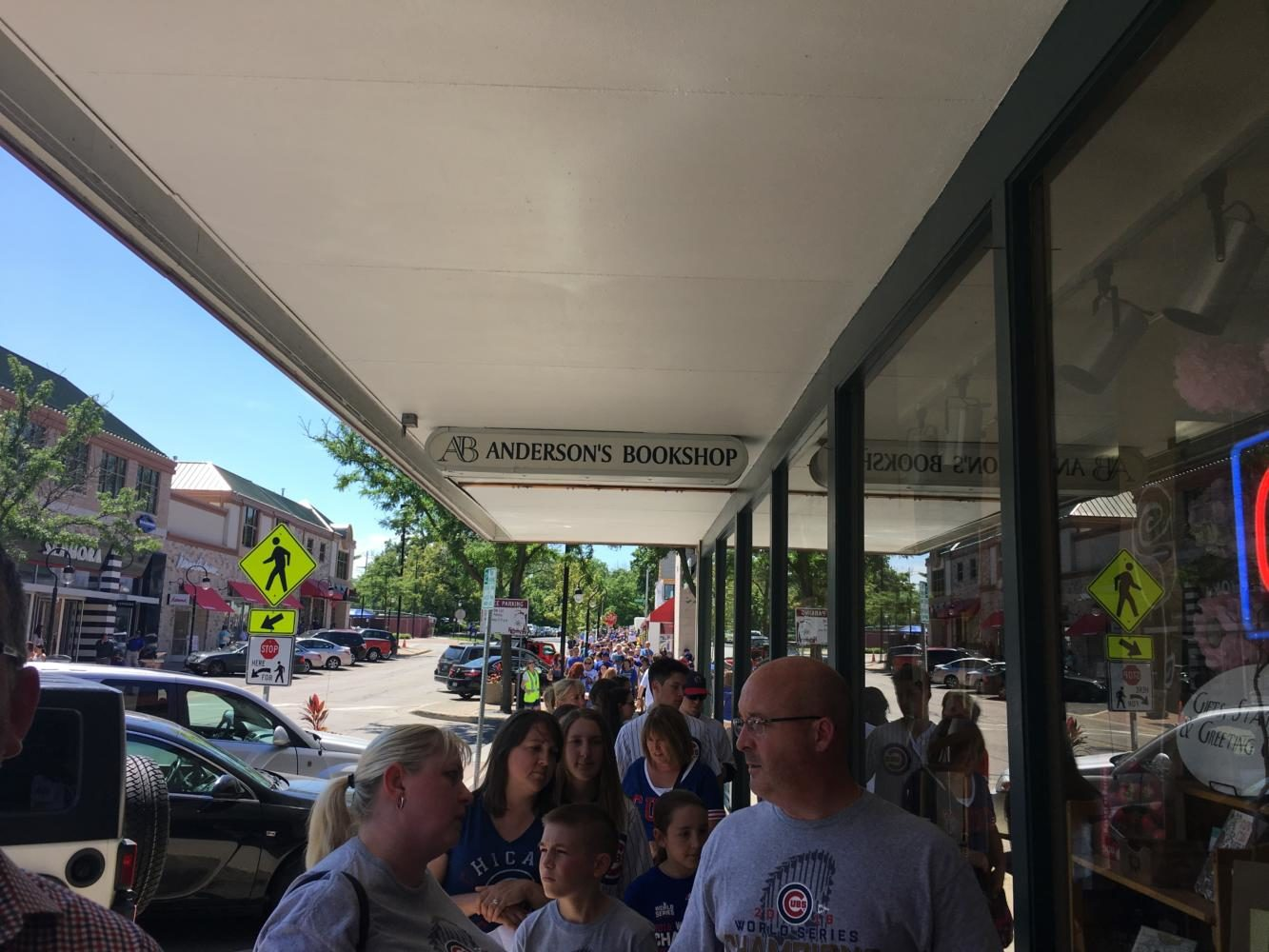 Fans wait outside of Andersons Bookshop in Naperville to see retired Cubs catcher David Ross on June 1, 2017.